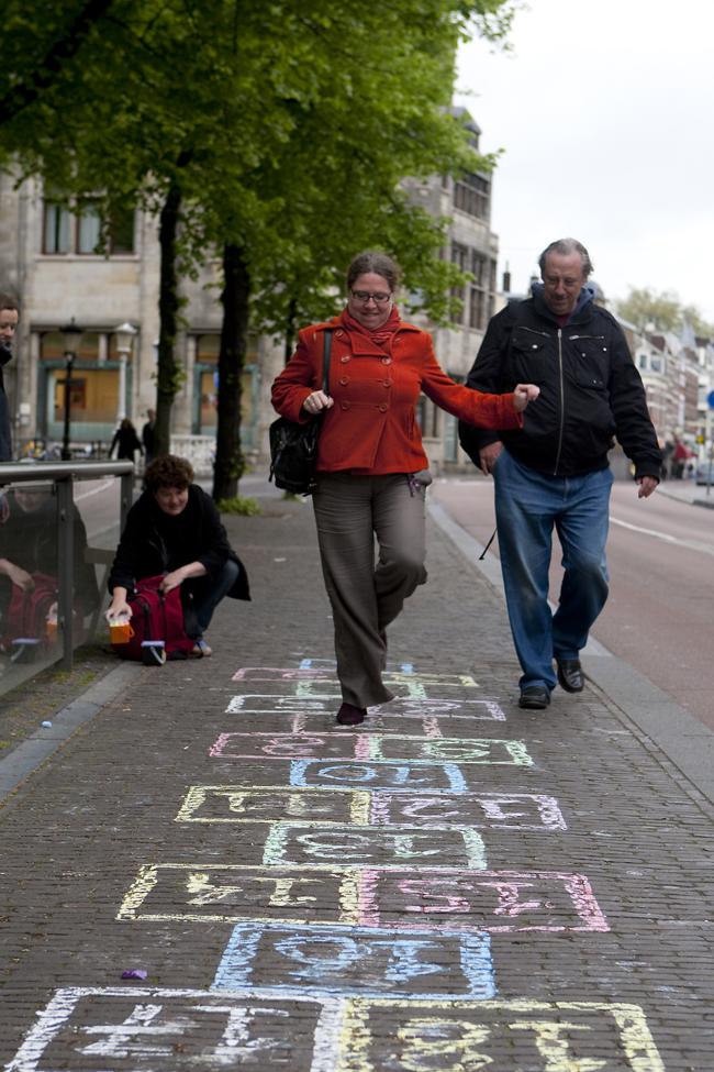 Ilvy Njiokiktjien Spelen op Straat Janskerkhof Utrecht 02