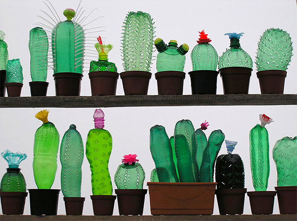 PET bottle art by Veronika Richterová